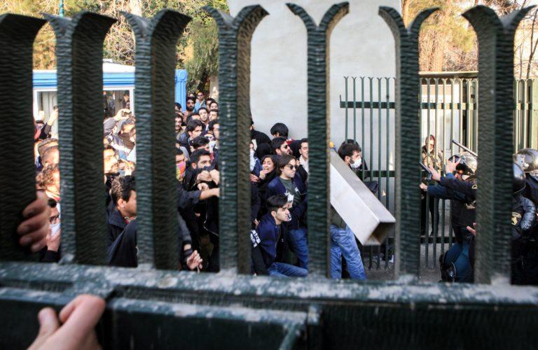 Már legalább 20 halott az iráni tüntetéseken