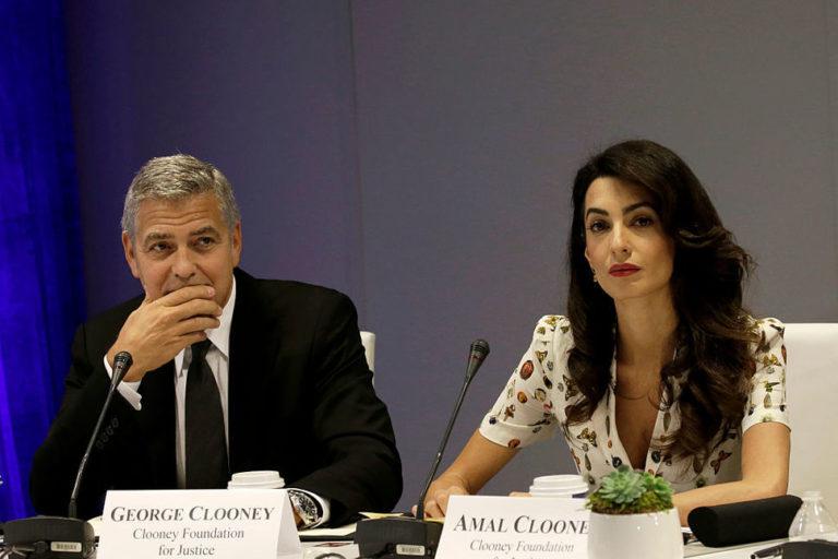 A Clooney házaspár 3000 menekült gyerek iskolai tanulmányait segíti