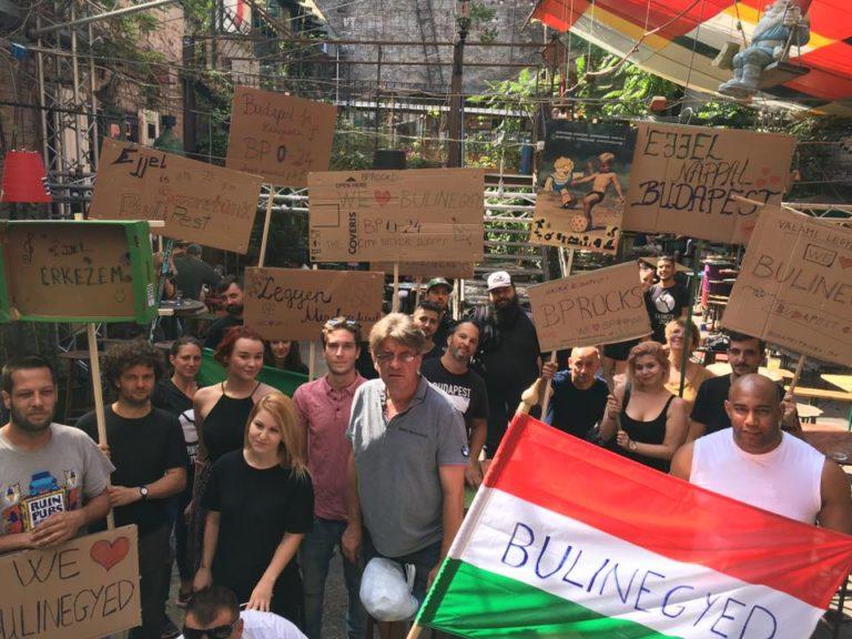 Több százan tüntettek a bulinegyedért