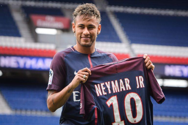 Neymar vasárnap játszik először