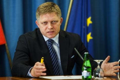 Nem bukik a Fico-kormány: marad a szlovák kormánykoalíció
