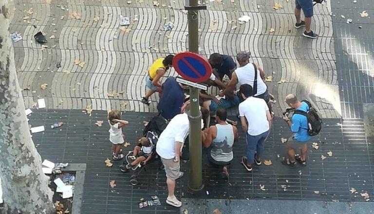 Terrortámadás Barcelonában: 13 halott, több mint 100 sebesült, egy terroristát agyonlőttek, kettő őrizetben