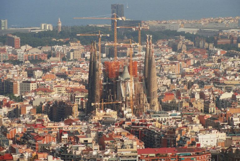 Spanyol miniszterelnök: nem rúghatjuk seggbe azokat, akik nálunk nyaralnak