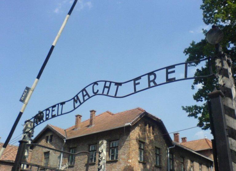 Vádemelés holokauszttagadásért
