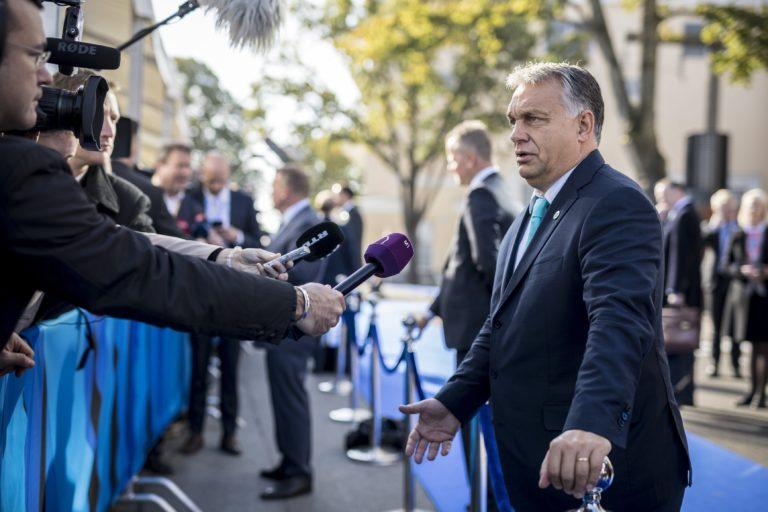 Orbán megdicsérte a menekült gyerekektől félő őcsényieket