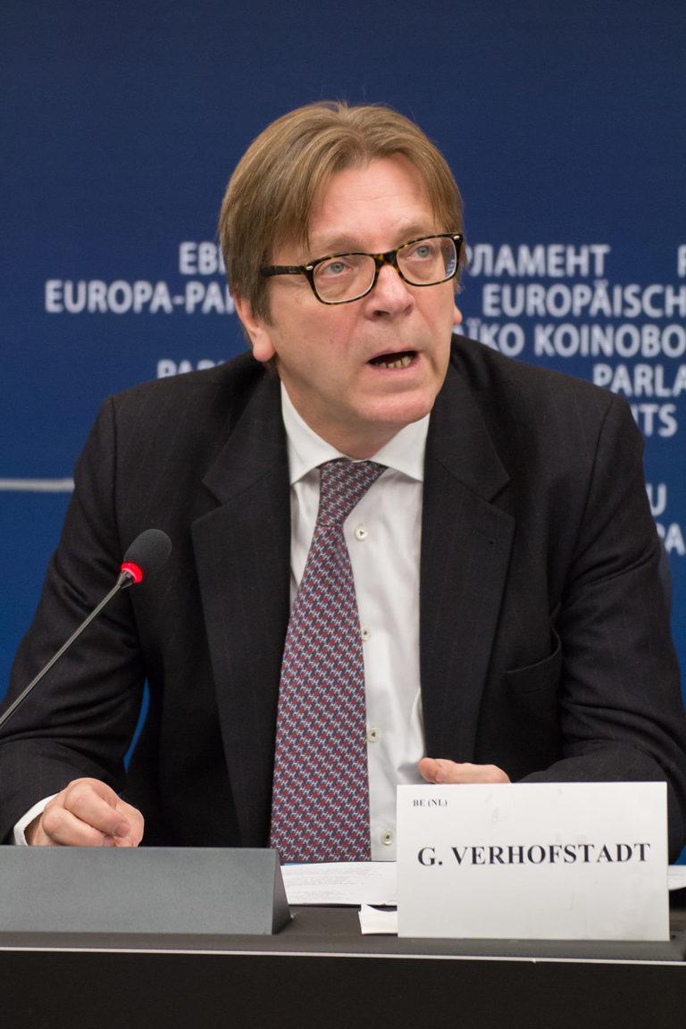 Guy Verhofstadt örül, hogy Orbán is kezd észhez térni