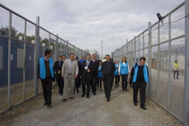 ENSZ menekültügyi főbiztosa: meg kell szüntetni a tranzitzónákat Magyarországon