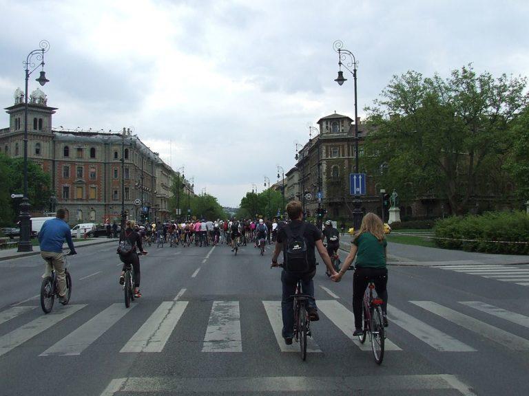 Kerékpárra pattan(t) a magyar