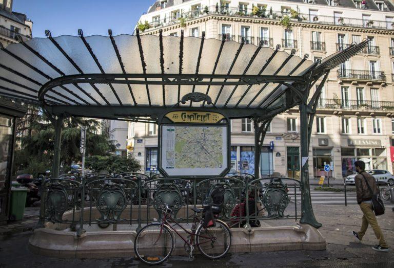Késes támadás Párizsban