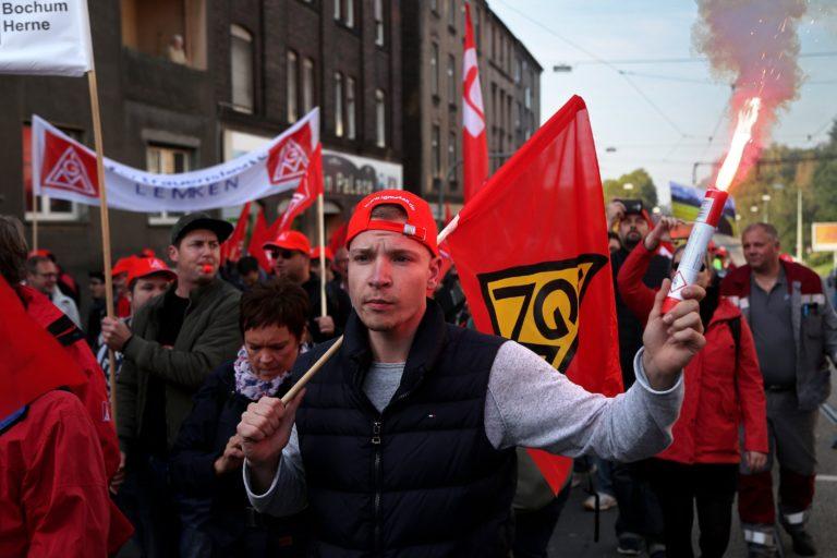 A sok fiatal munkanélküli gyengítheti a demokráciát Európában