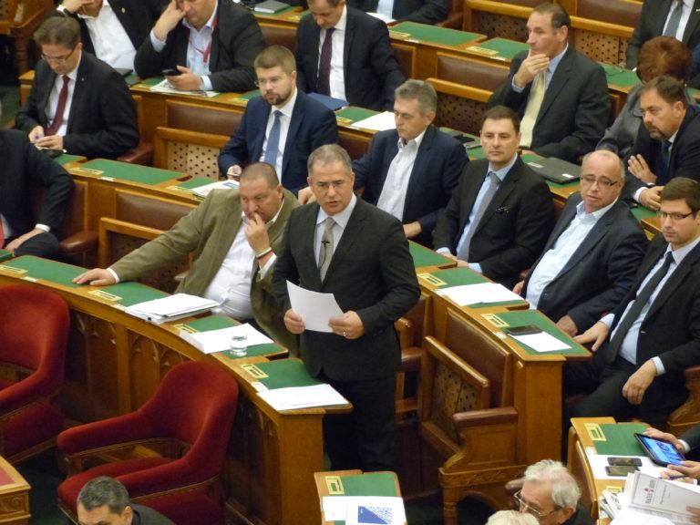 Kósa frakcióvezetőből tárca nélküli miniszter lesz, Németh Szilárd pedig bizottsági elnök