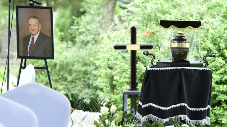 Eltemették Oláh Györgyöt