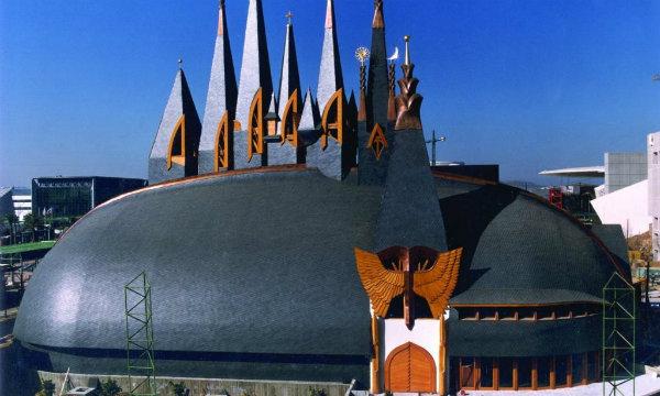 Árverésen a lepusztult Makovecz-pavilon Sevillában