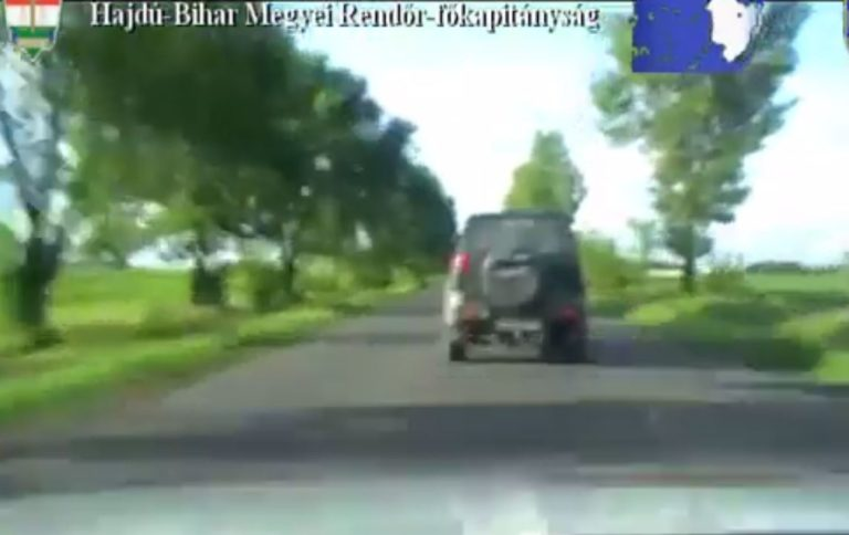 Lopott terepjáróval menekült a rendőrök elől