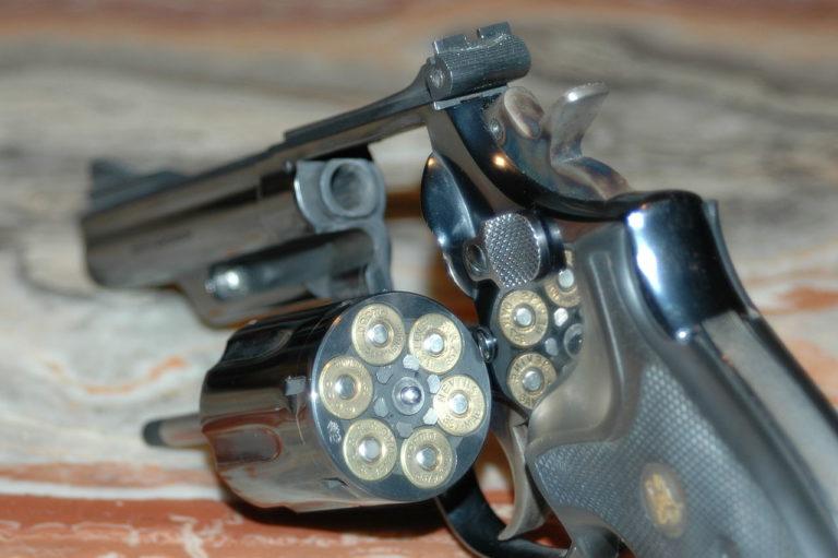 A fegyvergyárosok profitáltak, a kaszinók szívtak a vérfürdő után