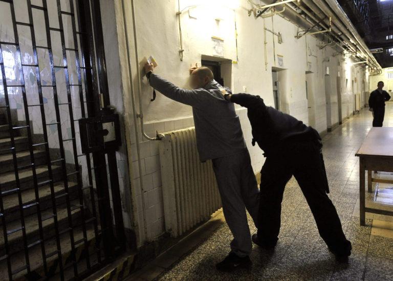 Kitiltották a civil szervezeteket a börtönökből – FRISSÍTVE