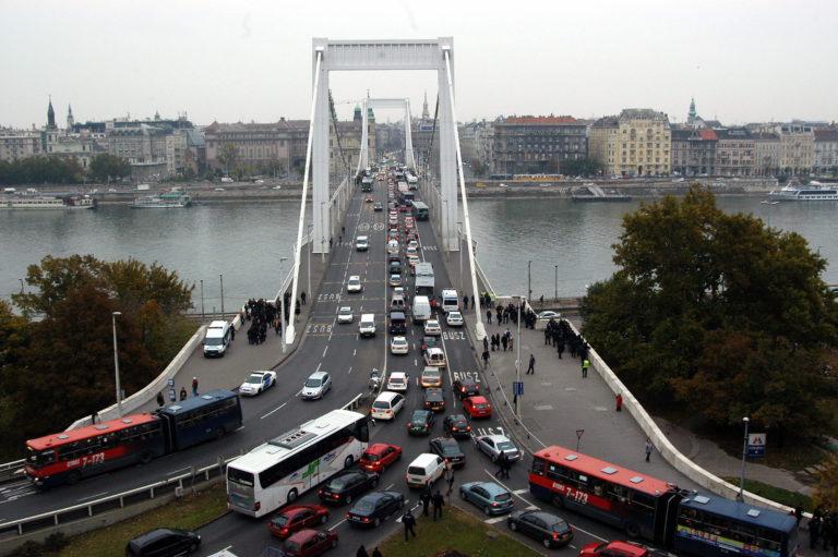 Tíz éve történt: Zárva az Erzsébet híd