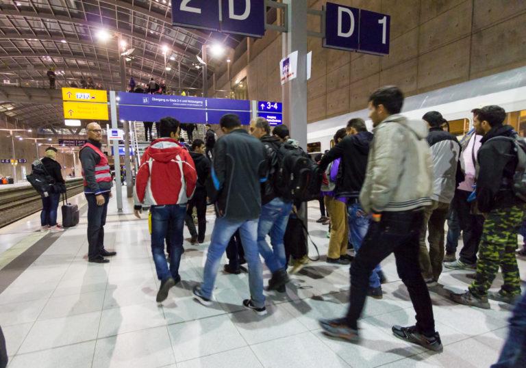 Hiába fizet a kormány, egyre kevesebb migráns megy haza Németországból
