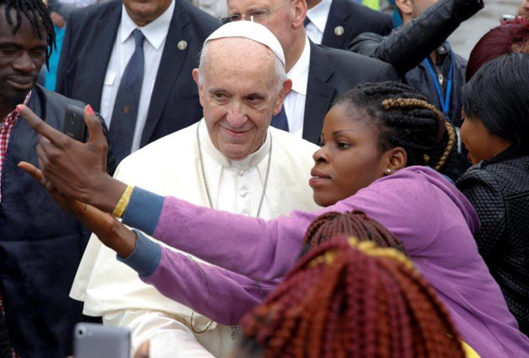 Ferenc pápa Mianmarban közvetít