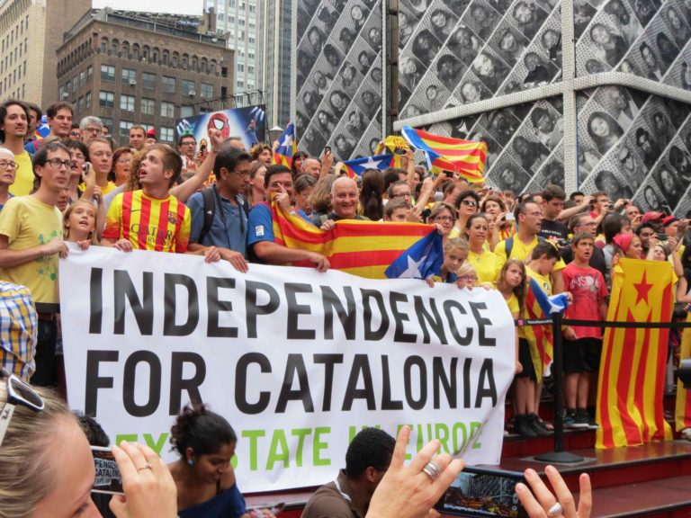 Továbbra is forrong Katalónia