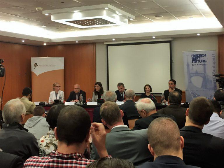 Az MSZP, az LMP és a Jobbik elnöke  egy asztalnál