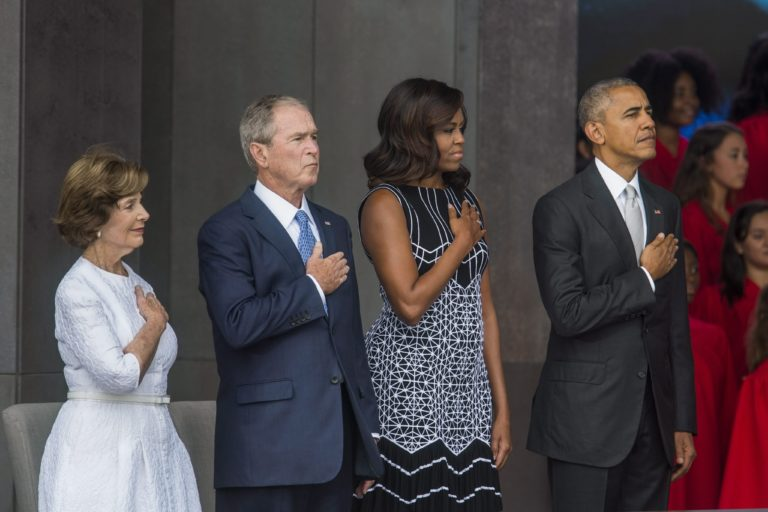 Bush és Obama is Trumpot bírálta