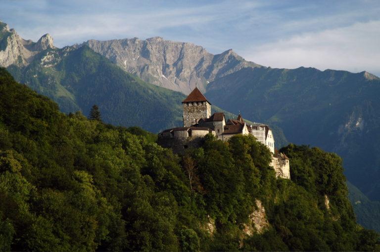 Európa leggazdagabb uralkodója több mint tízszer vagyonosabb mint II. Erzsébet