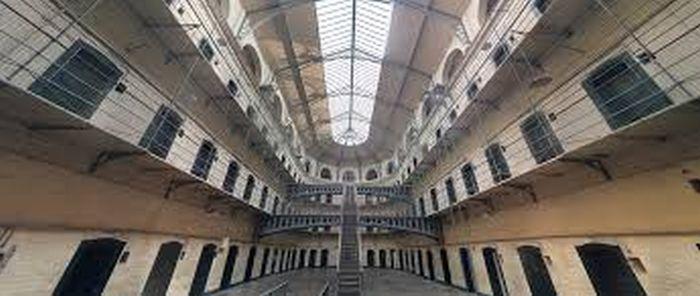 Börtönben ülve csalt ki százezreket