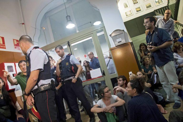 Feszültség Katalóniában: Több mint 700 sebesült – FOLYAMATOSAN FRISSÍTVE