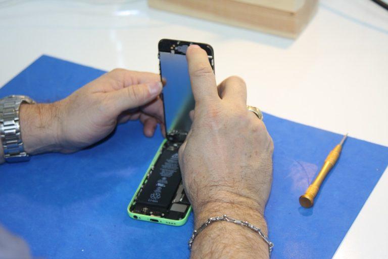 Könnyebb lesz a mobilok függetlenítése