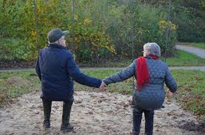 A kormány a nyugdíjasok kegyeit keresi