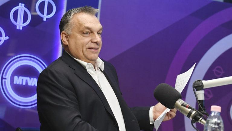 Majdnem valódi kérdést kapott Orbán pénteken a közrádióban