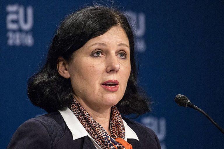 Szexuális zaklatás áldozata volt az uniós igazságügyi biztos