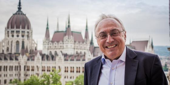 Mesterházy Szijjártónál érdeklődik a berni nagykövet offshore-botránya miatt