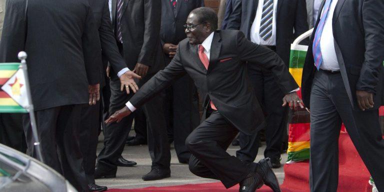 Váratlanul lemondott a zimbabwei elnök