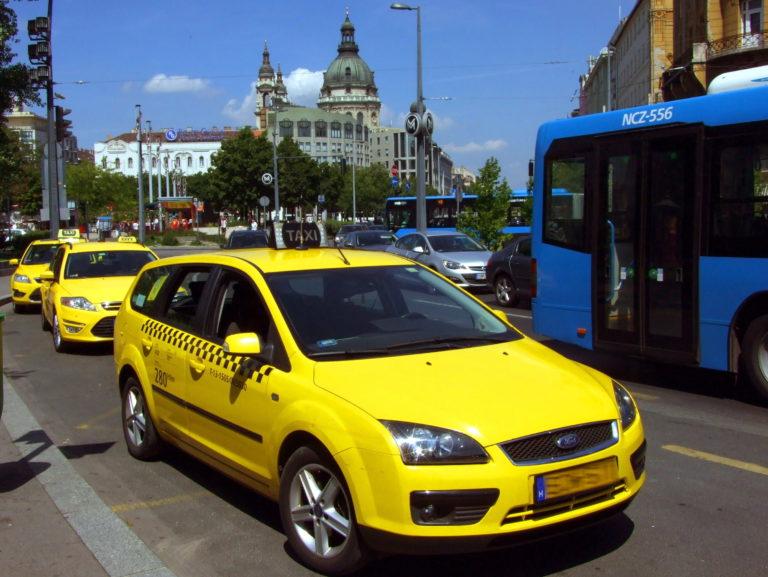 Drágább lehet a taxizás