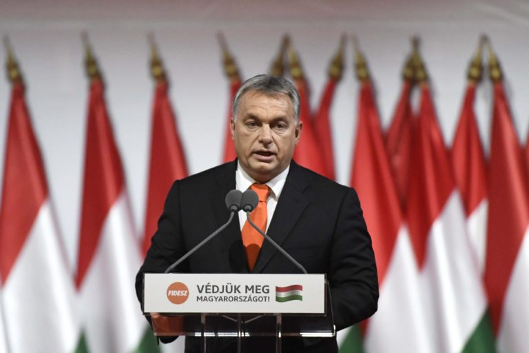 Fidesz-kongresszus: Újraválasztották Orbánt, szerinte globális elit uralja Európát