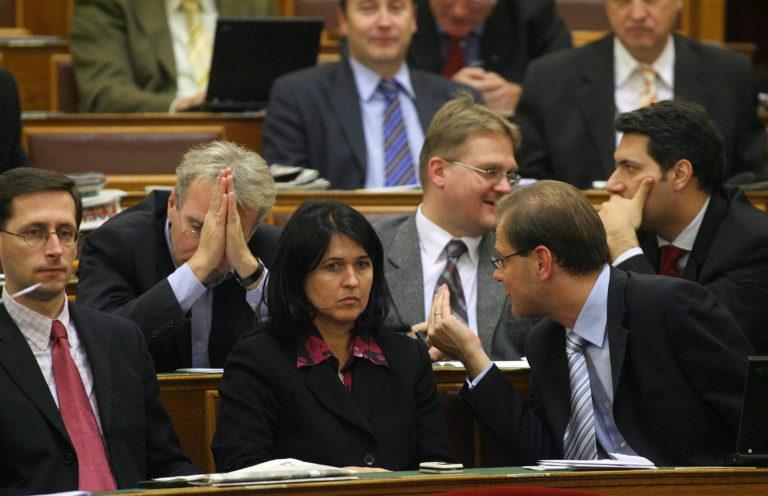 Tíz éve történt: Együtt szavazott a Fidesz és a kormány az ingatlanadóról