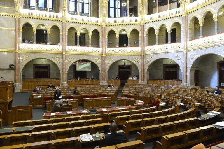 Pártok támogatottsága: Magasan vezet a Fidesz, zuhan az MSZP