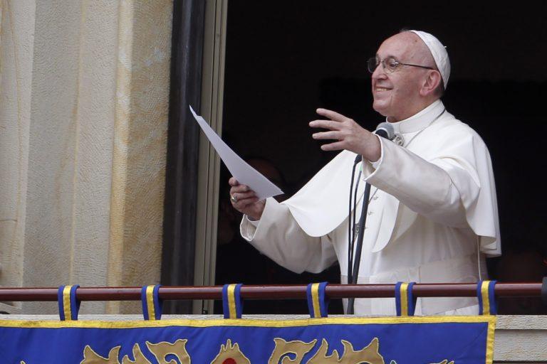 Ferenc pápa betiltja a cigarettaárusítást a Vatikánban