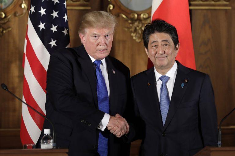 Trump és Abe Sinzo Észak-Koreáról: minden opció az asztalon van