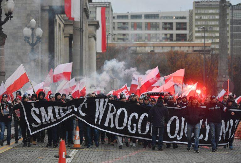 Szélsőjobboldali tüntetés Varsóban, antiszemita és muszlimellenes jelszavakkal