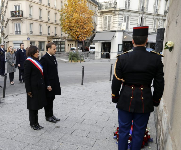 A két évvel ezelőtti párizsi mészárlásra emlékeztek Franciaországban
