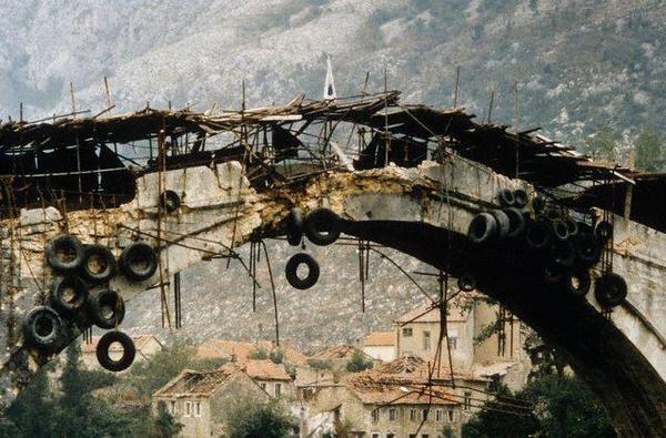 Egy színházi rendező, aki felrobbantotta a mostari hidat