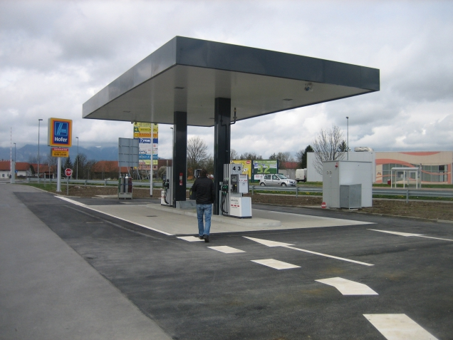 Automata benzinkutakat épít az Aldi