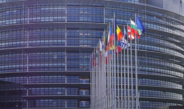A brüsszeli bizottság kész a jogi atomfegyver, a hetes paragrafus alkalmazására Lengyelországgal szemben