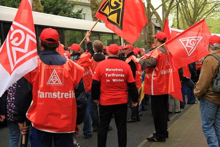 Sztrájk a 28 órás munkahétért