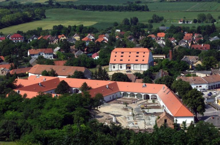 Butikhotelt nyit a pannonhalmi főapátság