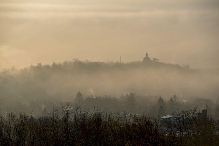 Sűrű köd miatt adott ki figyelmeztetést a Meteorológiai Szolgálat
