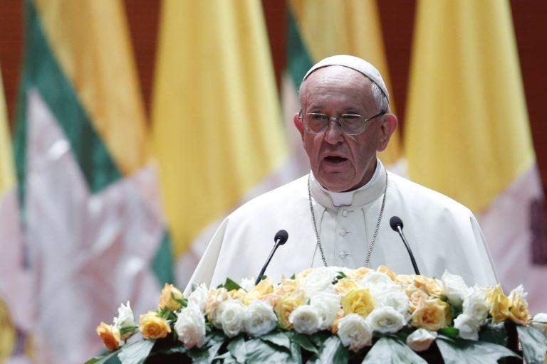 Ferenc pápa átírná a Miatyánkot